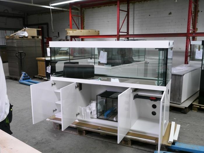 Raumteiler Aquarium mit Filterausstattung