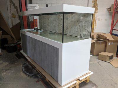 Aquarium-Kombination-Admiral-Beton-Woodcon-Diamant-geschliffen-Floatglas-Sonderanfertigung-Friedeberg-Rückscheibe-schwarz-lackiert-6